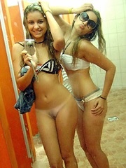 Two sexy teens in selfshot amateur photo